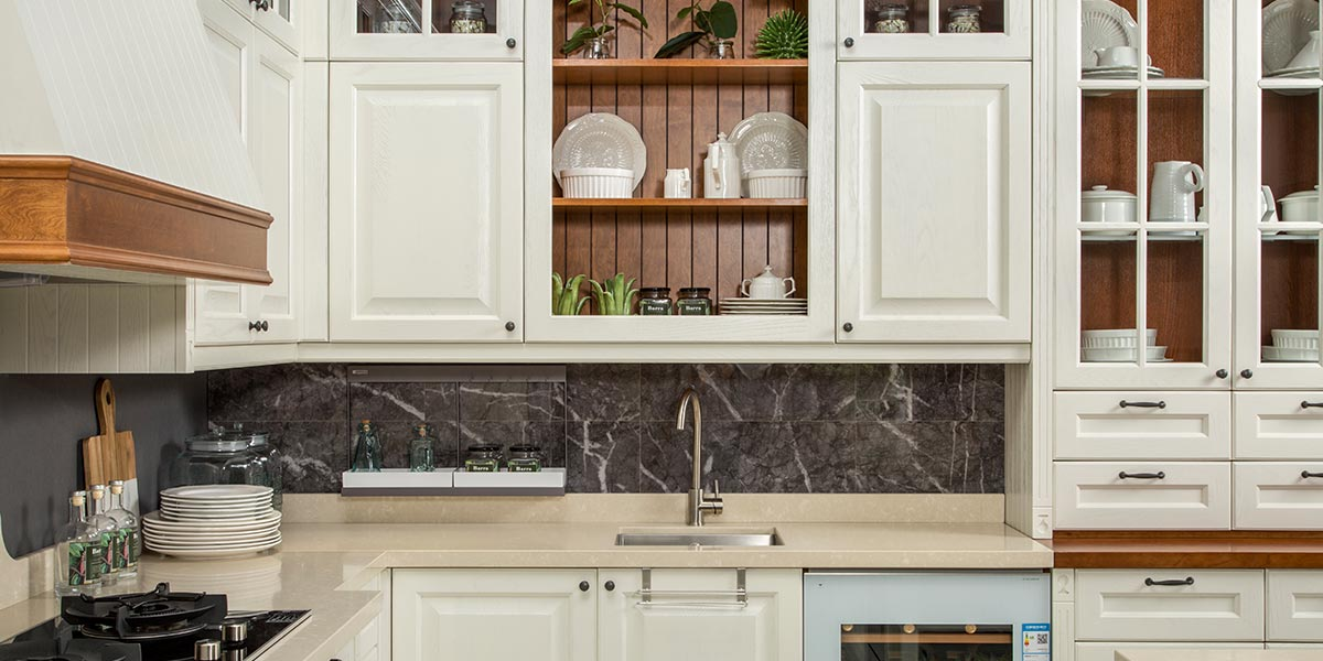 White-L-Shape-Solid-Wood-Kitchen-Cabinet-With-Island-PLCC19102 (3)